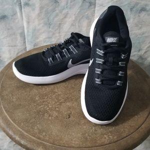 Nike black Lunar Converge shoes sz 7.5 Like New